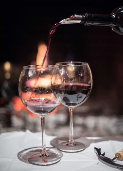 como se debe de servir el vino